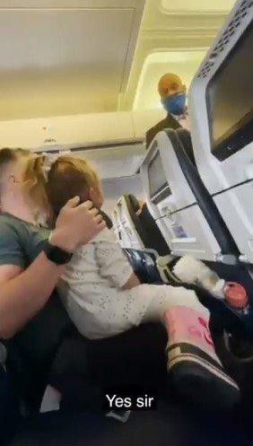 Família expulsa do voo dos EUA