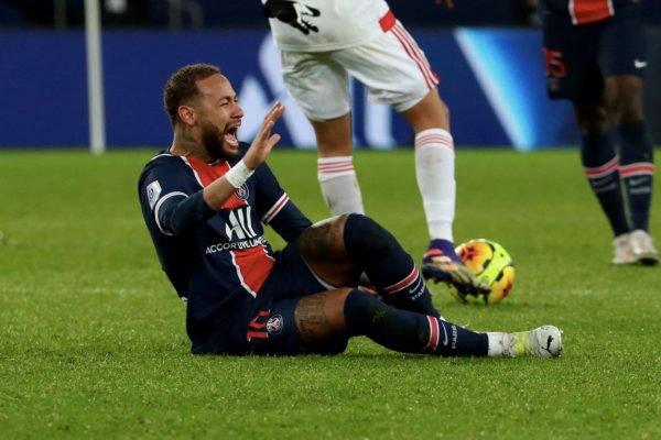 Neymar se machuca em jogo do PSG