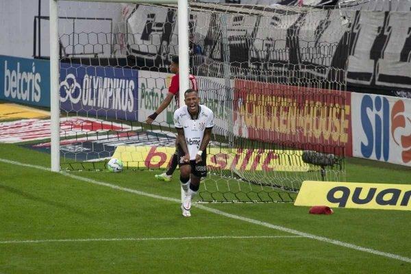 Corinthians vence São Paulo