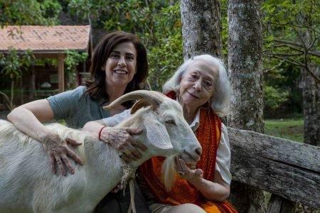 Fernanda Montenegro e Fernanda Torres com o bode