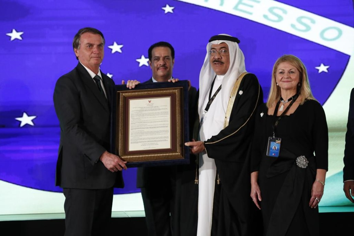 Evento Brasil e Bahrein - Bolsonaro e Sheikh Khalid Khalifa Duaji Alkhalifa com Betsy Mathieson, presidente do This Is Bahrein