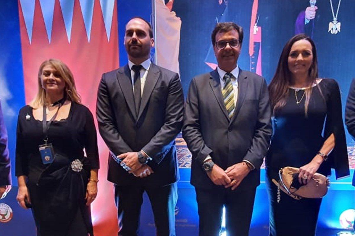 Presidente do This Is Bahrein, Betsy Mathieson, Eduardo Bolsonaro, Gilson Machado e a mulher
