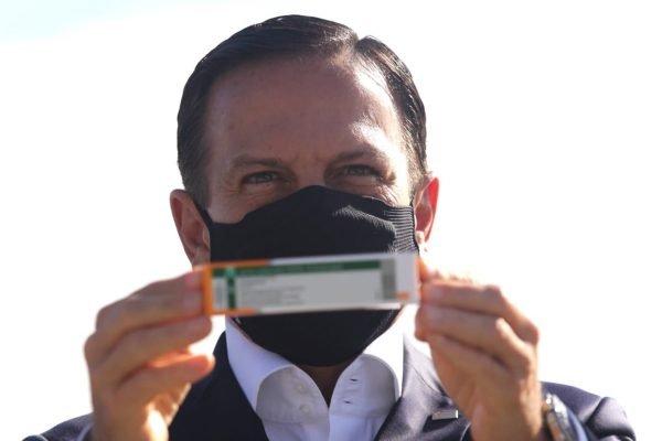 O Governador João Doria acompanha nesta sexta-feira (18) a chegada em São Paulo no aeroporto de Guarulhos, da terceira remessa da vacina Coronavac, desta vez num lote de 2 milhões de doses, enviados pela farmacêutica chinesa Sinovac Life Science