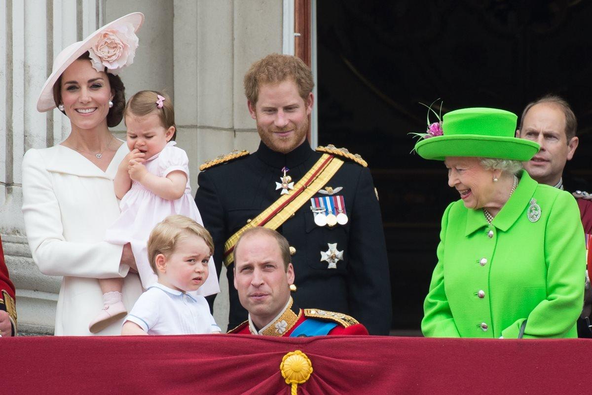 Família Real - Kate Middleton, princesa Charlotte, príncipe Harry, príncipe William, príncipe George e rainha Elizabeth