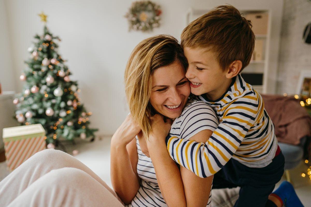 Mãe e filho no Natal