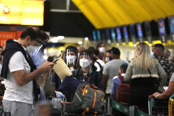Aglomeração em aeroportos de São Paulo na véspera do Natal