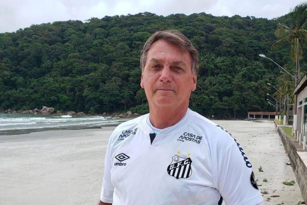 Bolsonaro com camisa do Santos