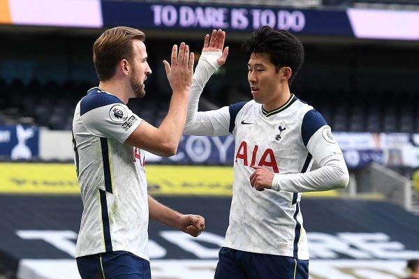 Harry Kane e Son comemoram gol