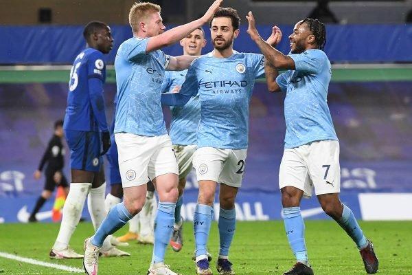Jogadores do Manchester City comemoram gol em cima do Chelsea