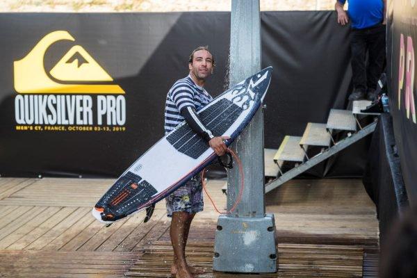 Surfista Jacob Szekely