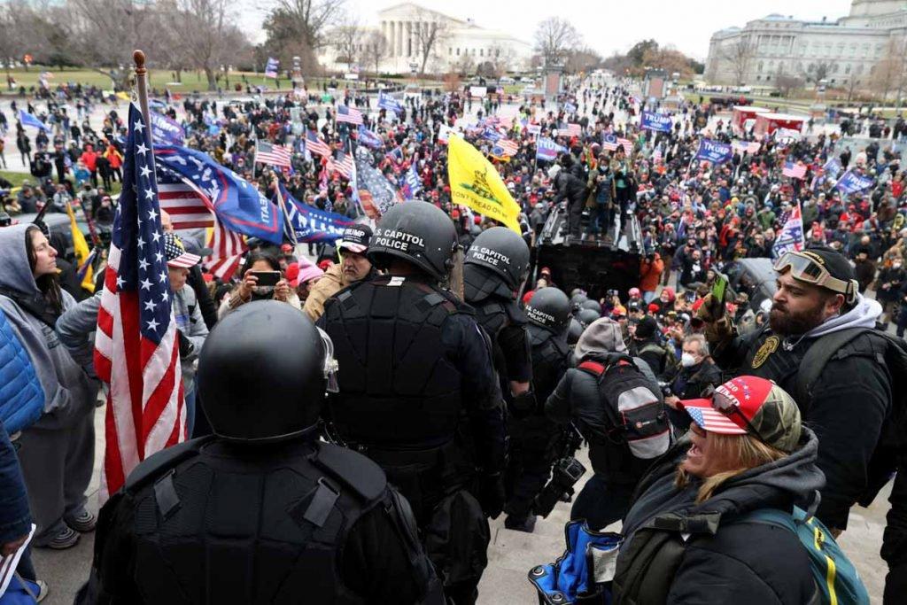 eleitores de trump invadem o congresso eleicoes trum e biden