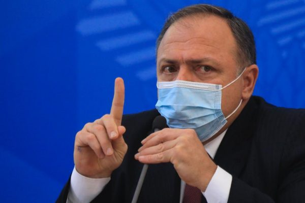 Pazuello anuncia aquisição de 100 milhões de doses da vacina