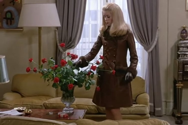 Catherine Deneuve em cena do filme Belle du Jour, de 1967
