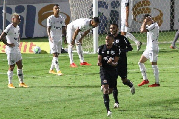 Bragantino vence o Atlético-MG
