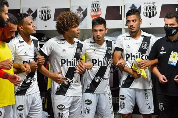 Camilo e outros jogadores da Ponte Preta