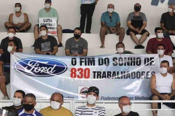 Assembleia de trabalhadores da Ford, organizada pelo Sindicato dos Metalúrgicos de Taubaté e Região, que acontece na câmara Municipal da cidade, nesta quarta-feira (13). Após anos de perdas, agravadas pelo cenário de pandemia, a Ford anunciou na última segunda-feira (11) o fechamento de suas fábricas no Brasil, mais precisamente as operações nas plantas de Camaçari (BA), Taubaté (SP) e da Troller (em Horizonte, CE) ainda em 2021.