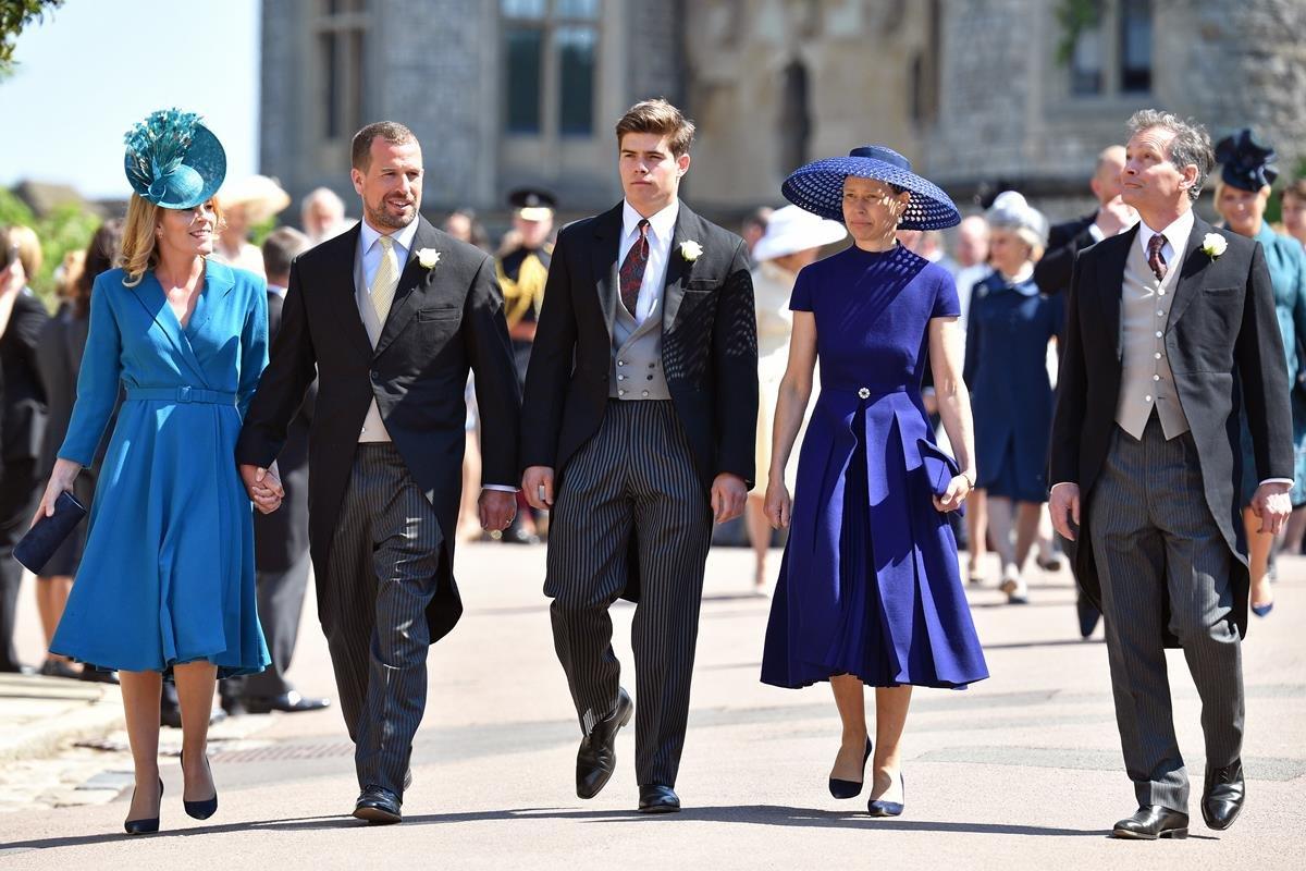 Autumn Phillips, Peter Phillips, Arthur Chatto, Lady Sarah Chatto e Daniel Chatto no casamento do príncipe Harry e Meghan Markle, em 2018