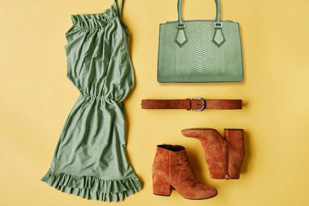 Vestido, bolsa, cinto e bota