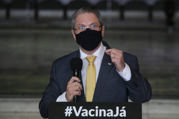 O governador João Doria (PSDB) e o secretário Estadual de Saúde Jean Gorinchteyn apresentam respiradores para doação para o estado de Amazonas contra o coronavírus.