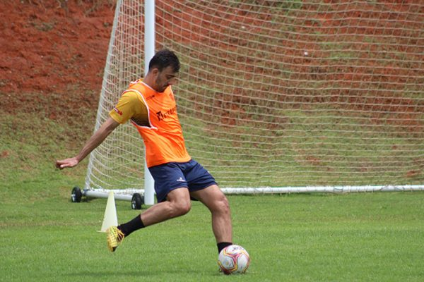 Milton Júnior, em seu primeiro treino com a camisa do Brasiliense