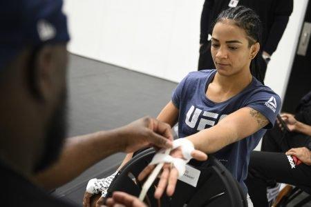 Viviane Araújo, UFC