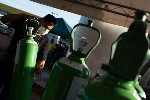 Com falta de oxigênio, Itacoatiara faz corrida a Manaus para reabastecer cilindros do gás