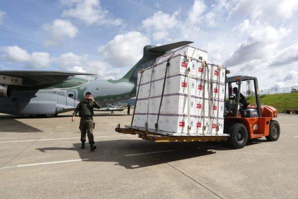 Lotes da Coronavac em avião da FAB