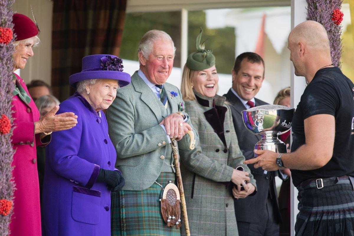 Camilla Parker Bowles, rainha Elizabeth, príncipe Charles, Autumn e Peter Phillips