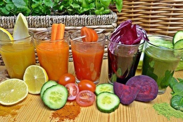 Suco detox - laranja, pepino, beterraba e tomate