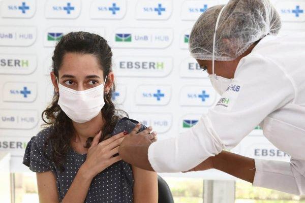 Vacinação no HUB