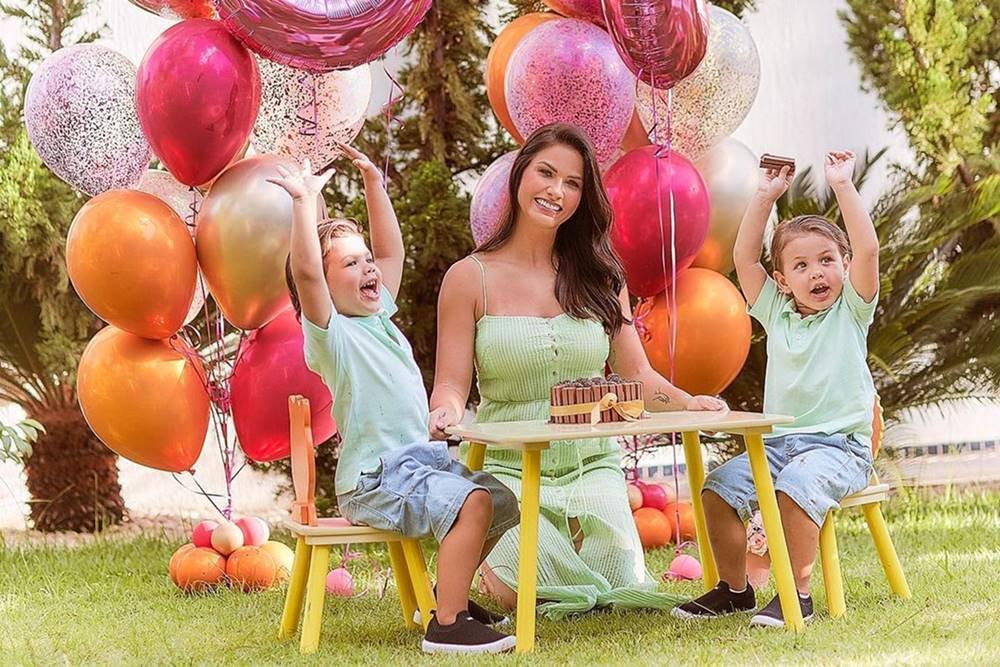 Andressa Suita com os filhos