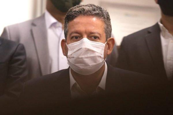 O deputado federal e candidato à presidência da Câmara Arthur Lira (PP), durante coletiva de imprensa na Associação Comercial de São Paulo, na região central, nesta tarde de quinta-feira (21).