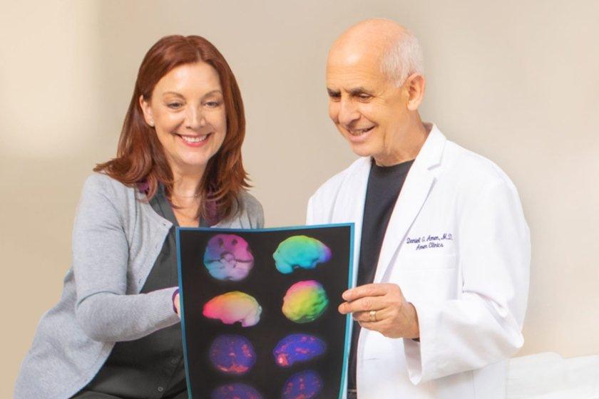 Médico Daniel Amen com paciente