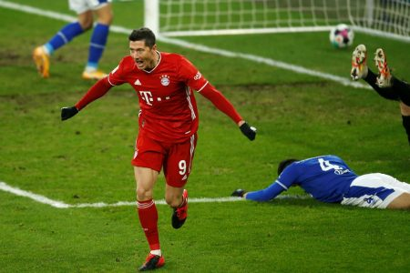 Bayern vence o Schalke 04