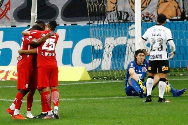 Bragantino vence o Corinthians