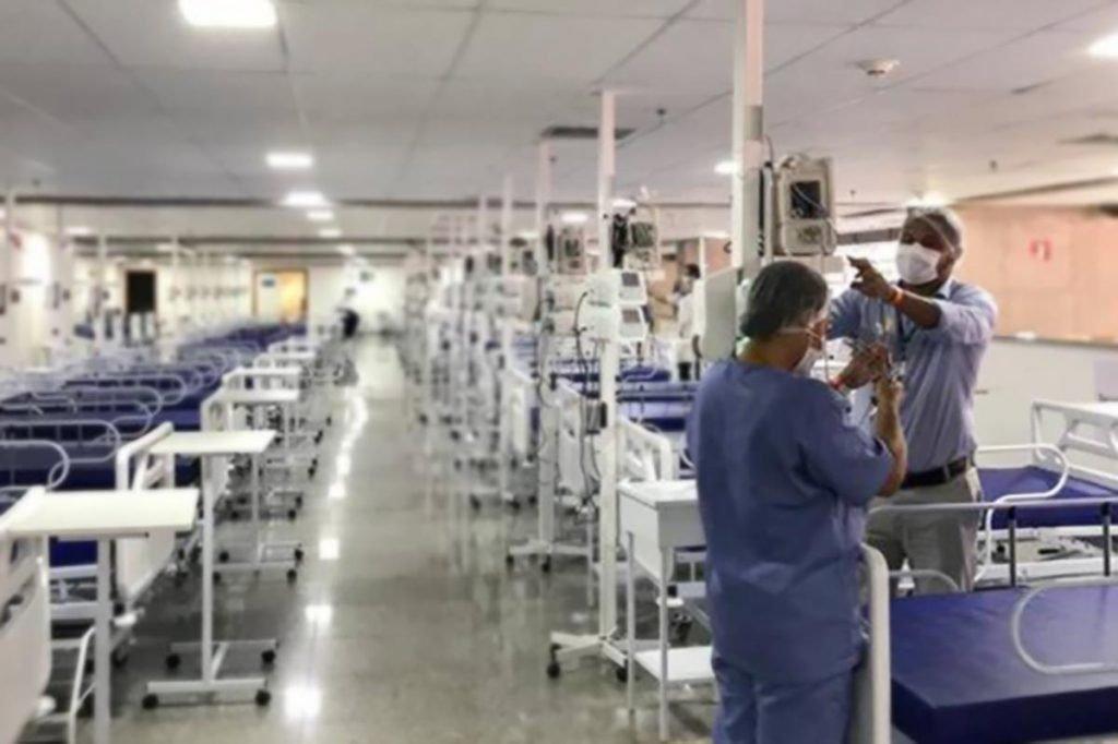 Visita da Ação Conjunto ao hospital de campanha do Mané Garrincha