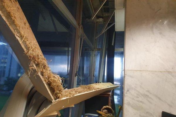 cortinas quebradas no palácio do buriti