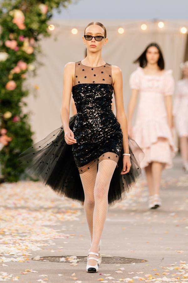 Look da Chanel de alta-costura com a primavera/verão 2021