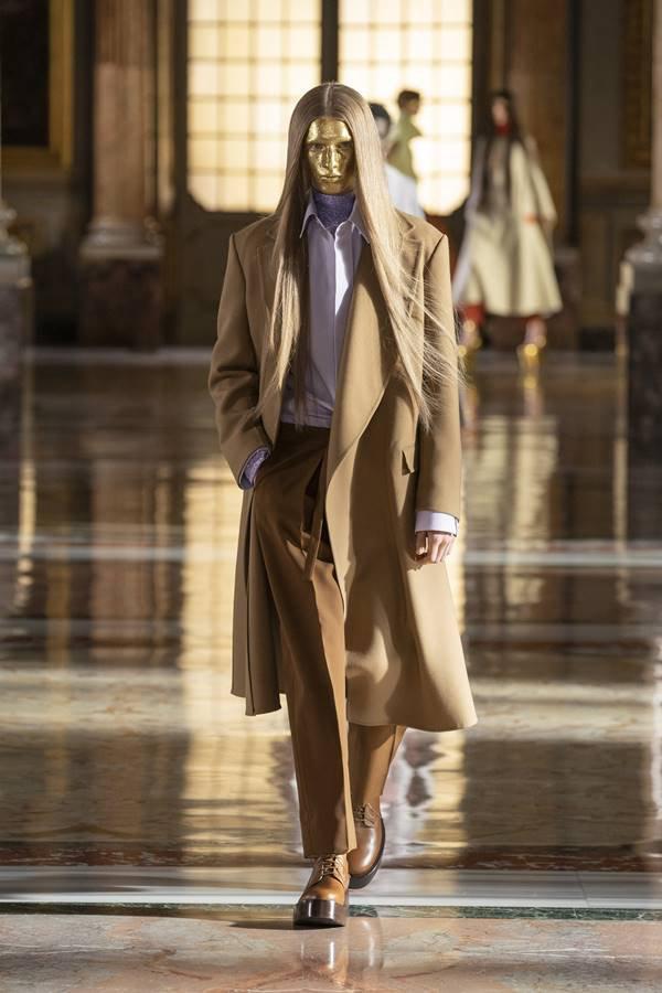 Look da Valentino de alta-costura com a primavera/verão 2021