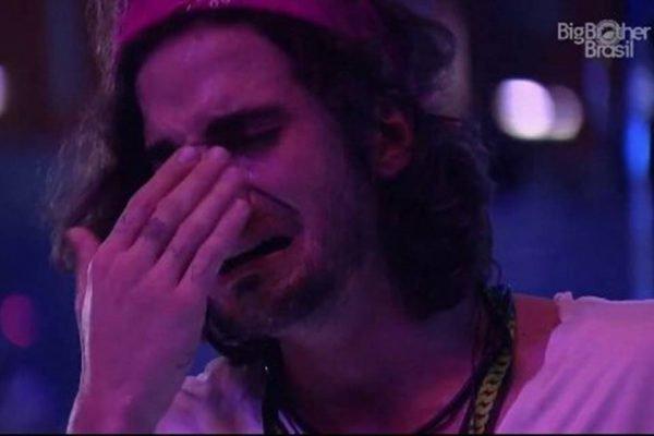Fiuk chorando