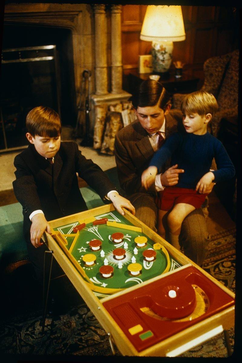 Príncipe Charles, Andrew e Edward