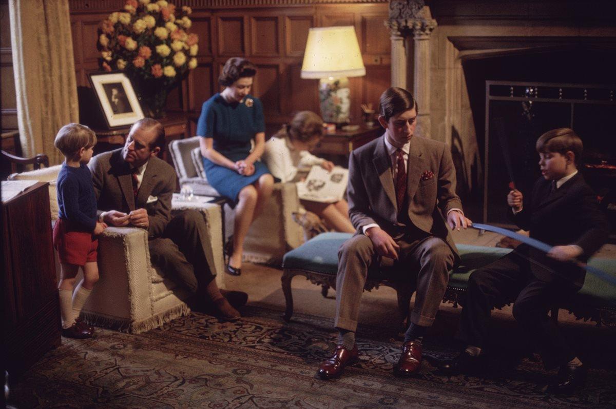 Família Real, rainha Elizabeth e príncipe Philip com os filhos Charles, Anne, Andrew e Edward