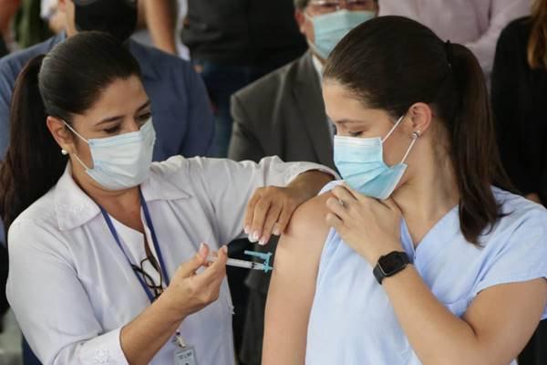 Lídia, primeira vacinada no DF