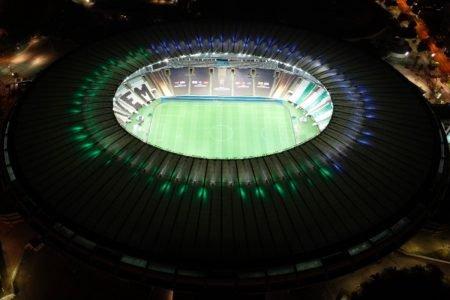 Maracanã enfeitado com mosaico e bandeiras das torcidas de Santos e Palmeiras