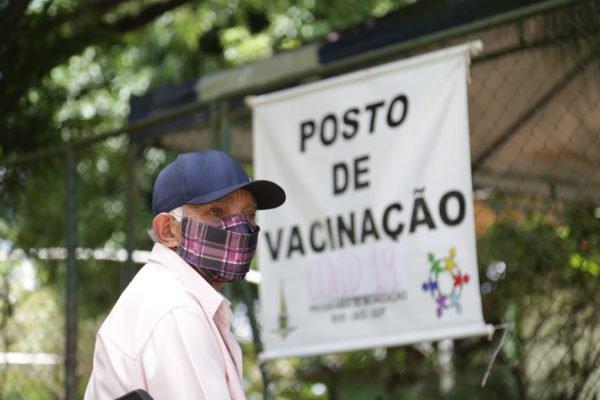 Vacinação de idosos contra a Covid-19