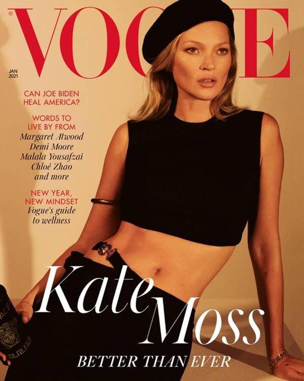 Kate Moss usando Versace em capa da Vogue UK