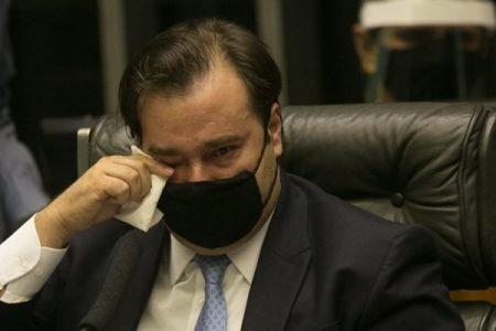 Rodrigo Maia chora em seu discurso de despedida da Presidência da Câmara dos Deputados