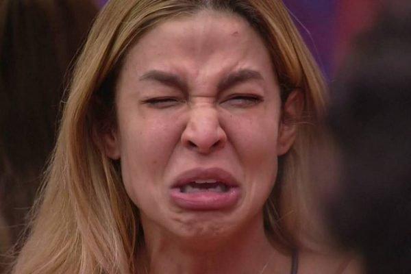 Kerline chorando no BBB21