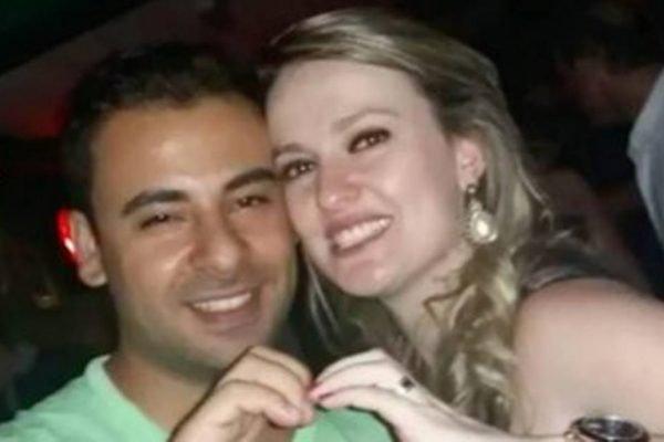 Érica Fernandes Ceschini e o marido são pais de gêmeos