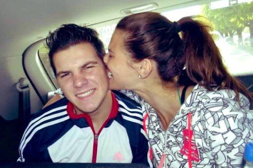 Irmão de Dayane Mello, do Big Brother Itália, morre. Ela segue confinada